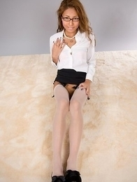Nerdy beauty Nanami Sugisaki shows that smooth pussy while posing on the floor
