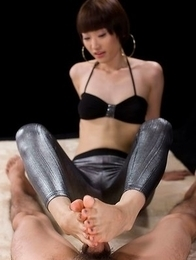 Beauty in tights Mizuki giving a mind-blowing POV footjob in an HQ gallery