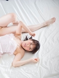 Perfect girlfriends Araki Mai and Kawagoe Yui worship each other's sexy toes