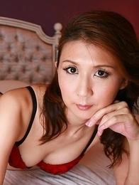 Asian Yoshioka Nanako in sexy lingerie flirts