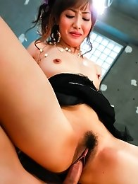 Mami Asakura Asian licks and rides tools she rubbed with feet