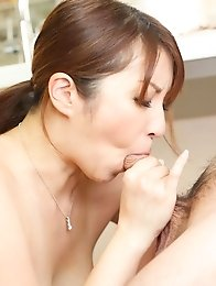 Araki Hitomi Asian sucks tool till can feel the taste of the cum