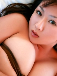 Aikawa Yuzuki spoils huge boobs with sun and colorful bras
