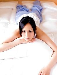 Sayuri Oyamada shows naked back when is going to sleep