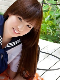 Maho Kimura undresses school uniform right in the park
